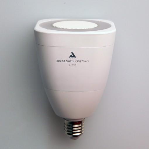 StriimLIGHT - bombilla E27 blanca conectada con altavoz wifi