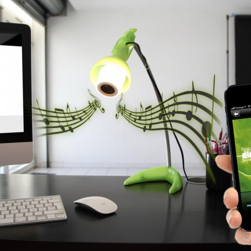 StriimLIGHT - connected E14 colour bulb with Bluetooth speaker