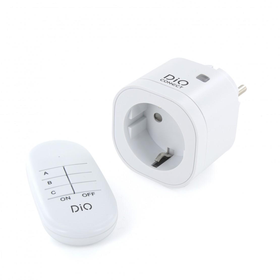 Tomada conectada e telecomandada DiO Connect con telecomando